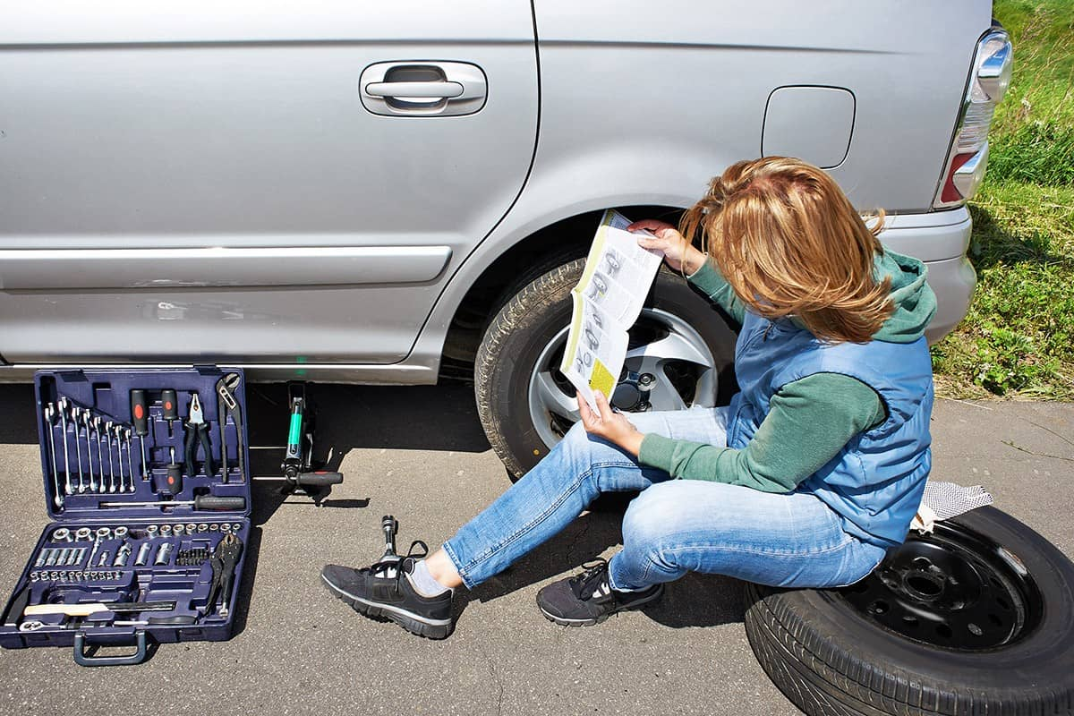 how to change your flat car tire alone without hassle
